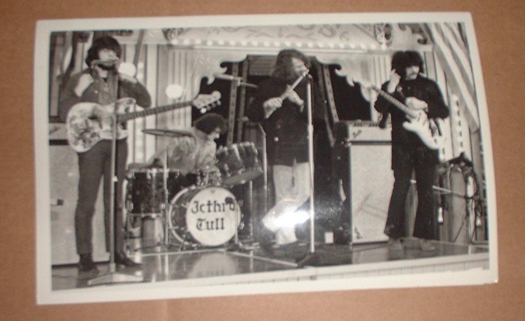http://www.progarchives.com/forum/uploads/30360/JT_with_Iommi_eBay.jpg