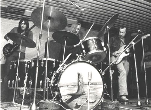 a historical look at progressive rock in america between 1960 and 1970 Here's a list of the 50 most influential classic rock bands, as determined by album sales, radio airplay, touring history, and popularity.
